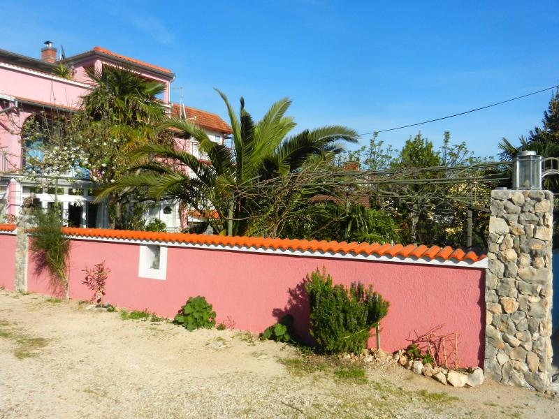 "Süßes Appartement ""Lavandula"" mit Garten am Meer, holiday rental in Zablace"