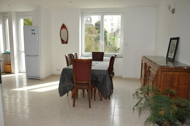maison 3 chambres avec jardin en bord de mer, holiday rental in Treboul