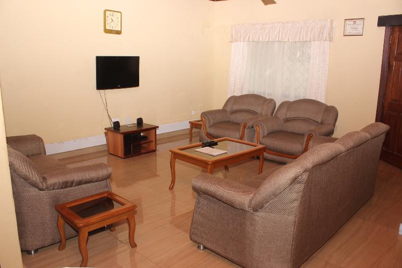 SUAF HOME LODGE, alquiler vacacional en Teshie