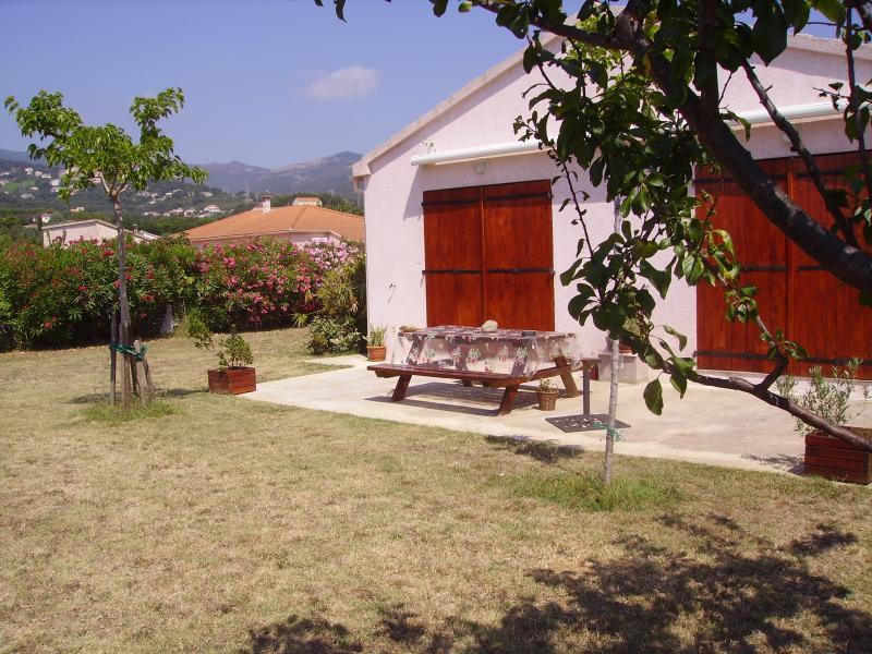 Soleil ,Calme, confort  Mini Villa  en campagne à  5mn de la plage en Corse, alquiler vacacional en Biguglia