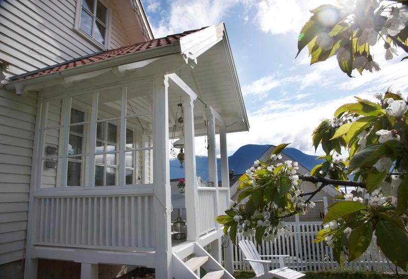 Villa Solvorn B&B, casa vacanza a Skjolden