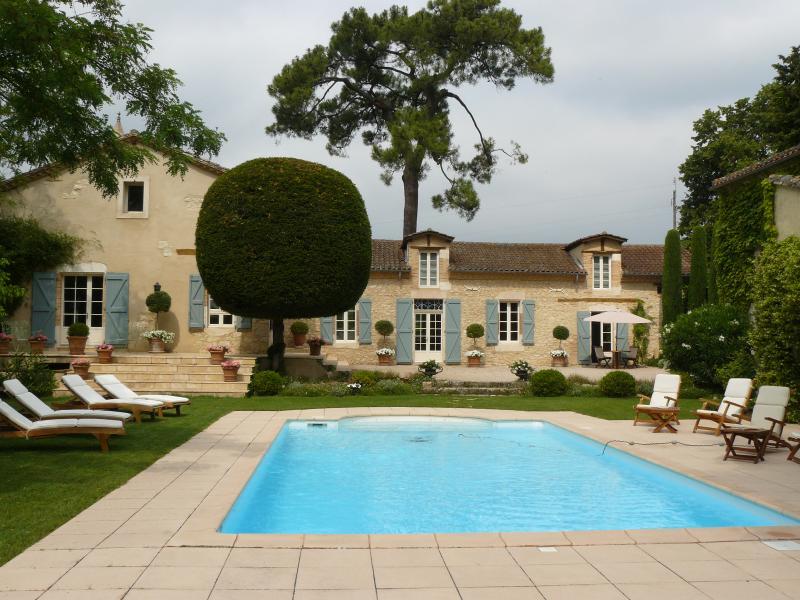 Deux Chambres d'hôtes de charme au Château Larroze, holiday rental in Andillac