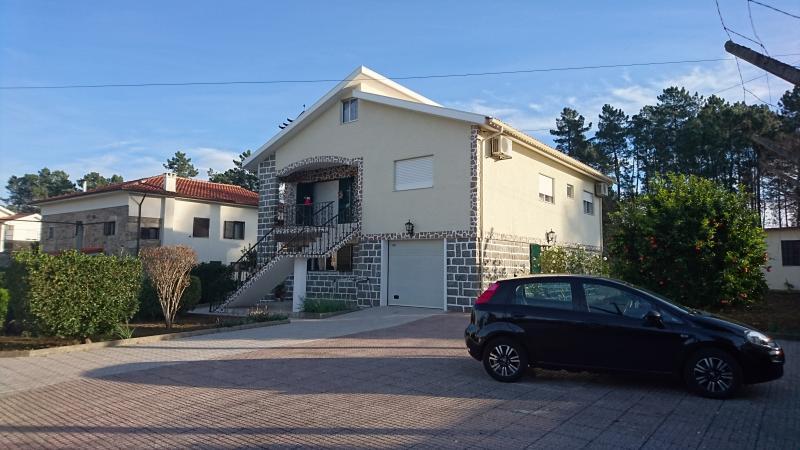 APPARTEMENT BRAGA  AVEC JARDIN - Capacité 6 personnes, casa vacanza a Caldelas