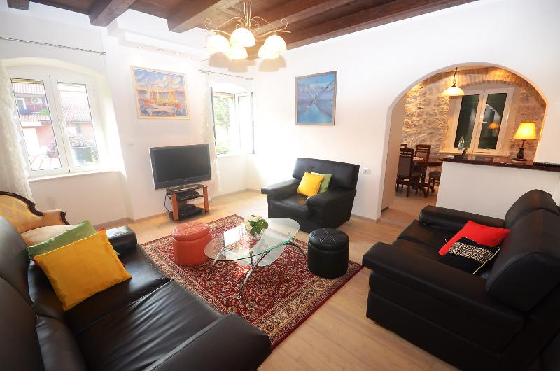 CITY CENTRAL 80, holiday rental in Njegusi
