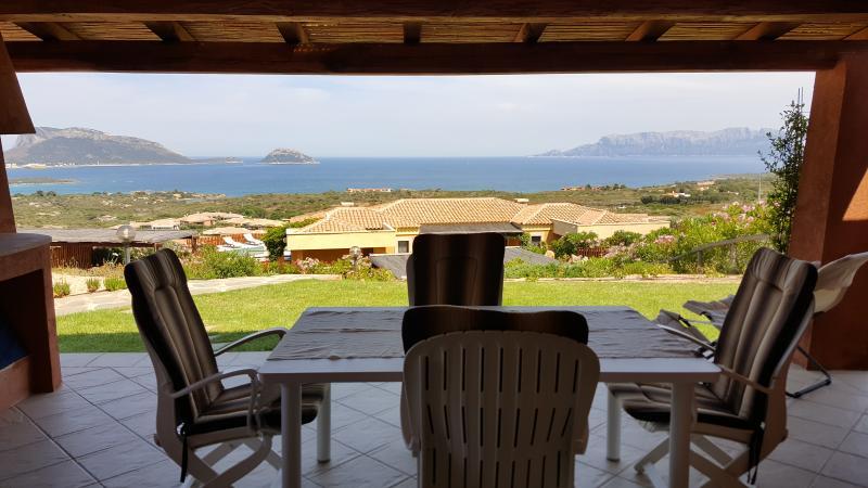 Villa con meravigliosa vista mare 3 letto 2 bagni, aluguéis de temporada em Marinella