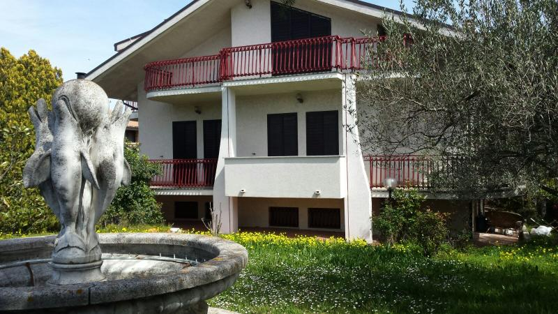 Appartamento nella villa più bella a 4 km dal mare, alquiler vacacional en Fossacesia Marina