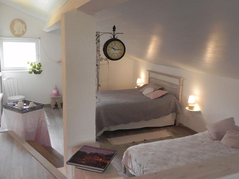 chambre d'hôte l'amazone, vacation rental in Lavit
