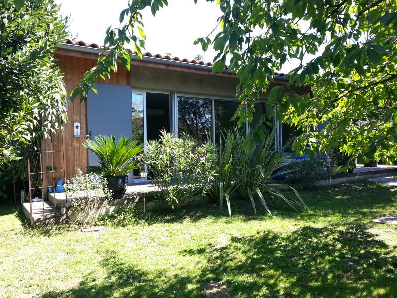 Bungalow dans jardin calme et nature à  10/15 mn de Bordeaux centre