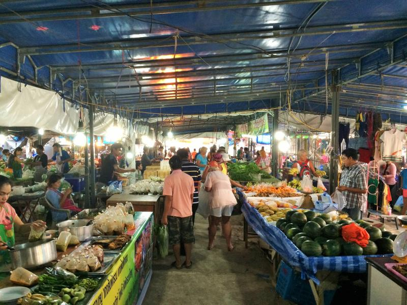 Thai market  5 minutes from Pink Sands....