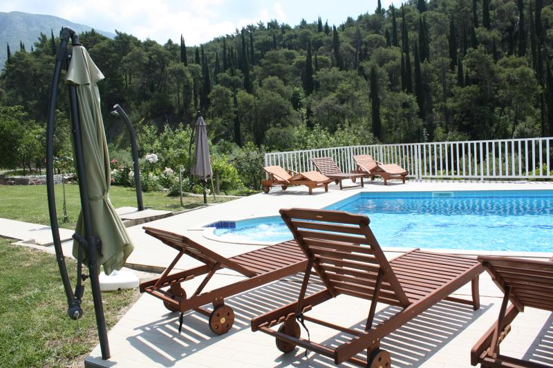 Villa Petra with swimming pool, alquiler de vacaciones en Dubrovnik