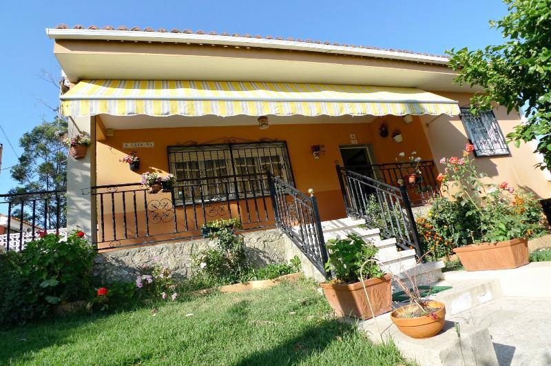 CASA CARMEN - Casa con terraza en la playa, holiday rental in Vilanova de Arousa