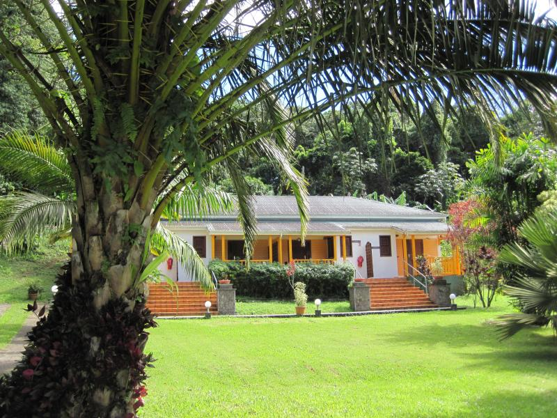 LES CYCAS : Gîtes studio 100% nature, holiday rental in Saint-Claude