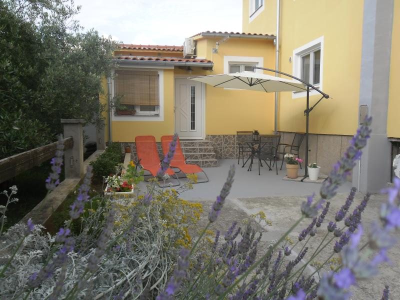 Beautiful garden with a parking space...Our Odette is a brand new appartment for two.