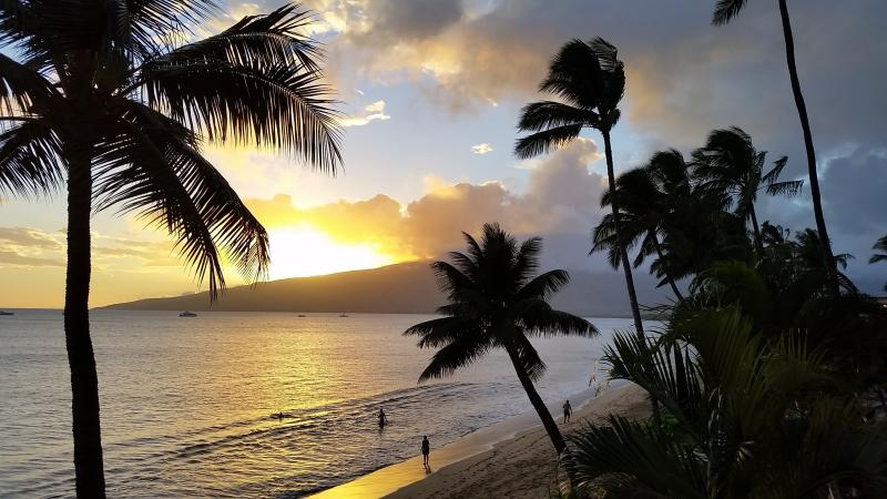 Beachfront Unobstructed Ocean View, Prime Location: AC, Free WiFi/Parking, HDTVs, alquiler de vacaciones en Kihei