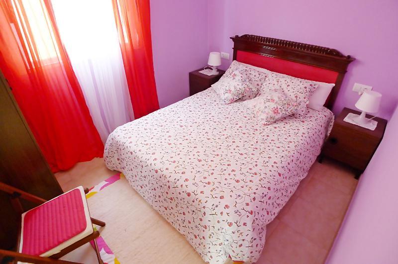 CASA CORES - Casa con jardin y barbacoa en la playa - Parking privado, holiday rental in Vilanova de Arousa