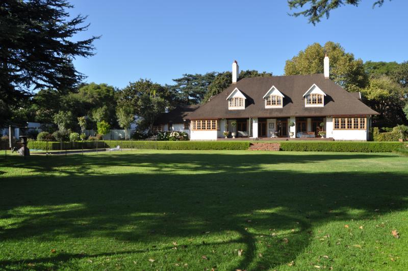 PARKLIKE GARDENS best area UPMARKET  spacious, vacation rental in Johannesburg