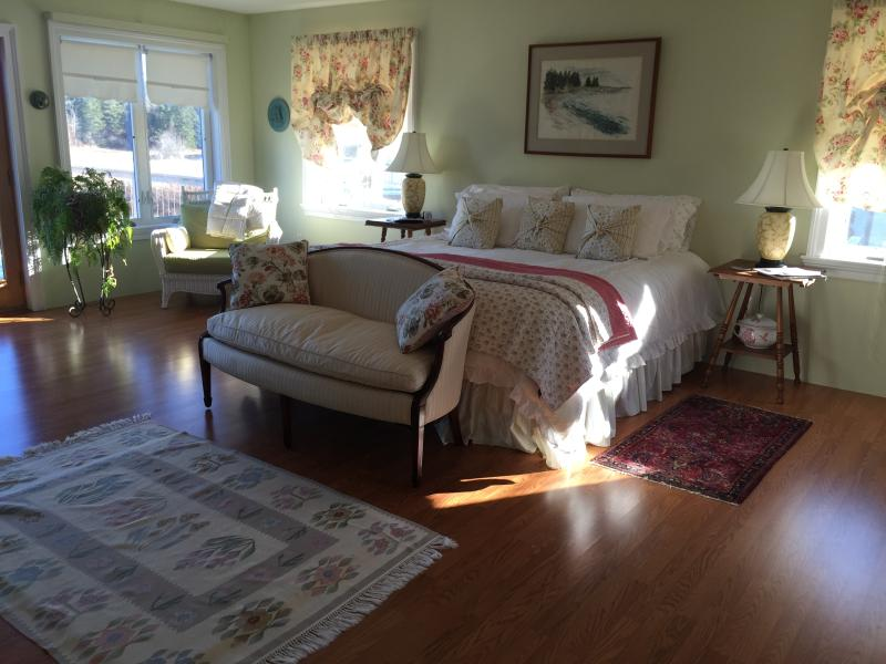 Sleep at the water's edge at Whiting Bay B&B, alquiler de vacaciones en East Machias