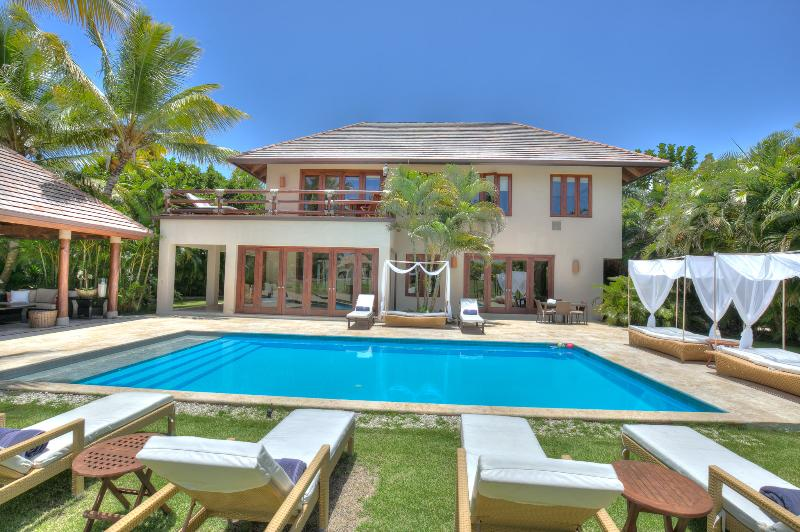 Lavish and neat villa with golf views and privacy, vacation rental in Punta Cana