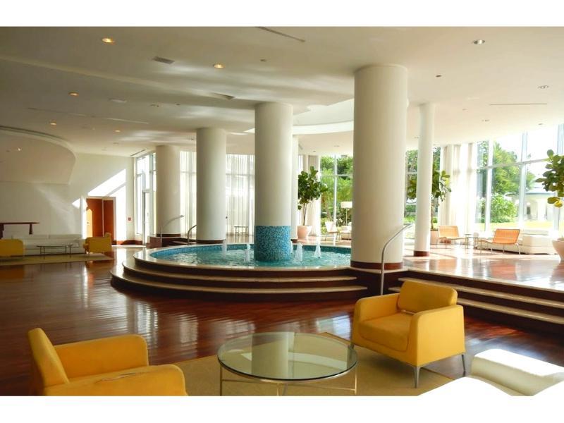 Building Lobby / Lobby del edificio - ComprandoViajes