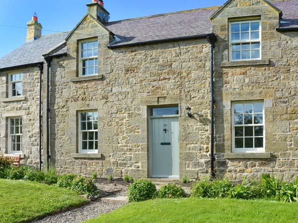 SUNFLOWER COTTAGE, family friendly, character holiday cottage, with a garden in, Ferienwohnung in Alnwick