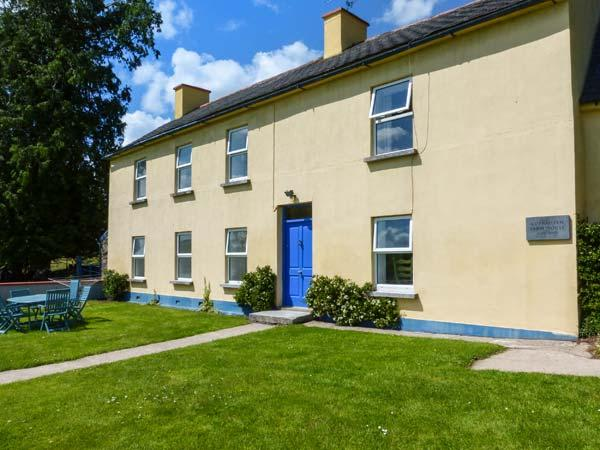 THE BRIDE VALLEY FARMHOUSE, country holiday cottage, with a garden in Lismore, holiday rental in Touraneena