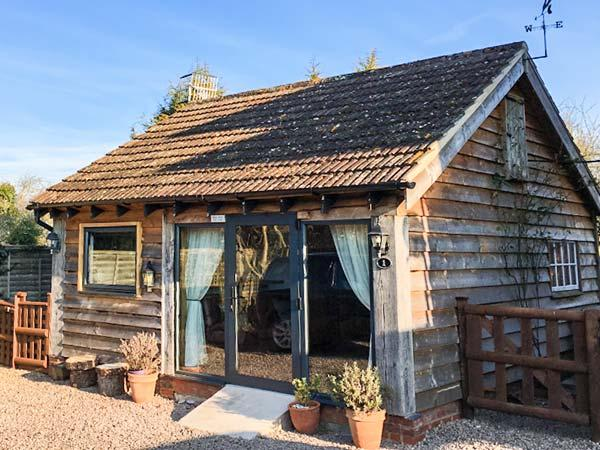 THE PHEASANT'S NEST, detached cottage, ground floor studio, parking, in, holiday rental in Uckinghall