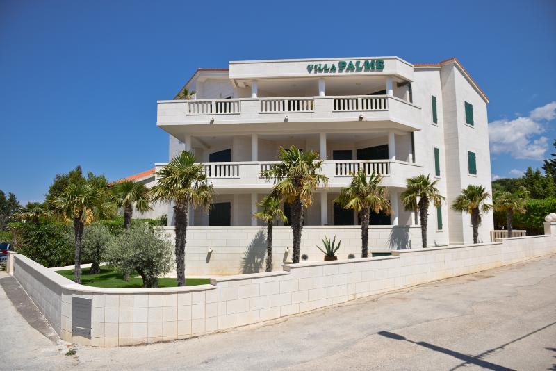 Villa Palme apartment no.5 Sleeping 4 + 2, holiday rental in Island of Pag