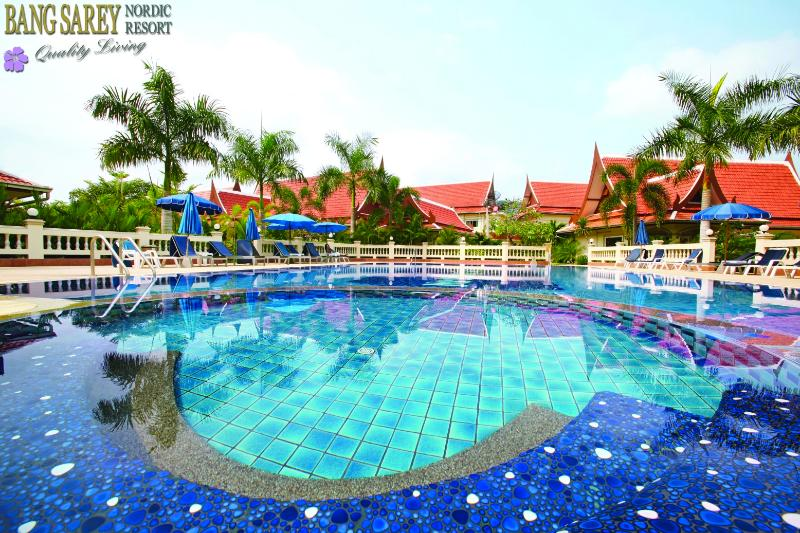 Cozy & Spaceous Apartment in Bang Sa-re, holiday rental in Sattahip