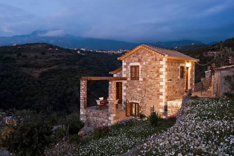 Stone built dream house, vacation rental in Kalamata
