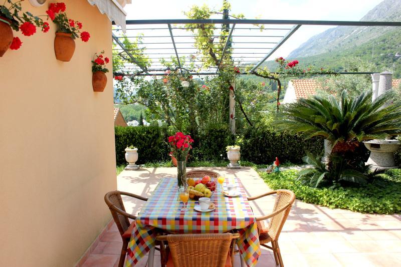 Charming Garden Getaway, casa vacanza a Komolac