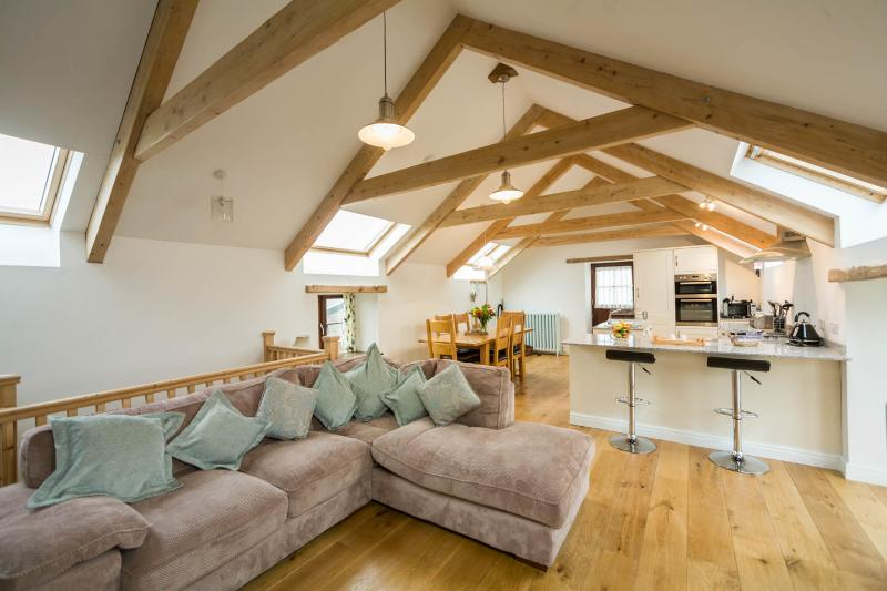 Mowhay Barn - Penvose Farm, vacation rental in Newquay
