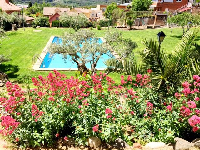 apartamento con piscina y jardín privado, holiday rental in Llica d'Amunt