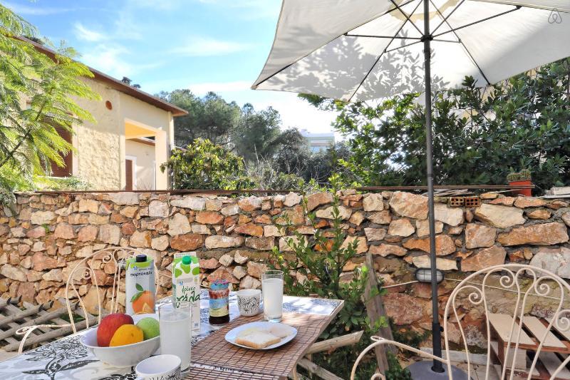 Dreamy Athens Studio, holiday rental in Ilioupoli