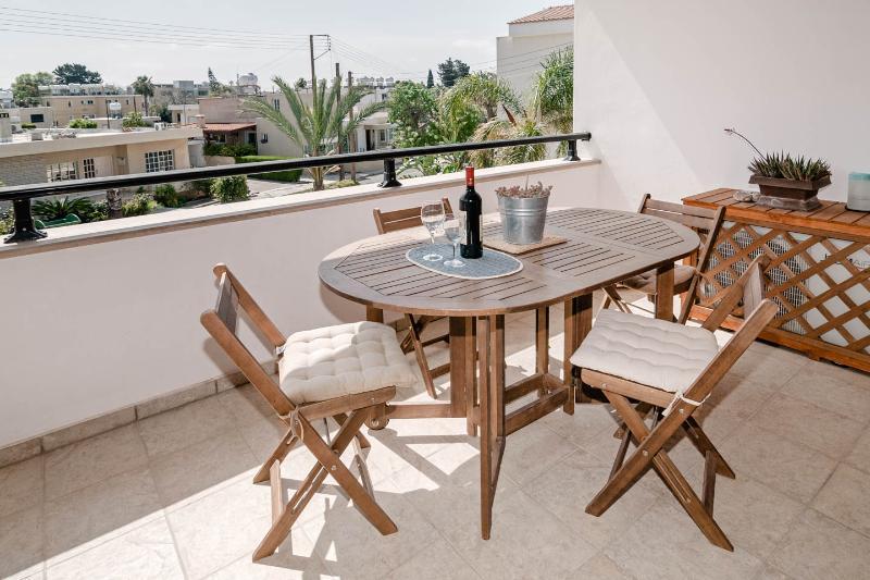 Beautiful holiday apartment with pool in the village of Kissonerga, aluguéis de temporada em Kissonegra