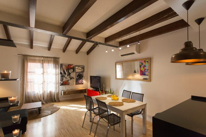 Design Top Floor Old Town Touristic Lodging TI153, holiday rental in Palma de Mallorca