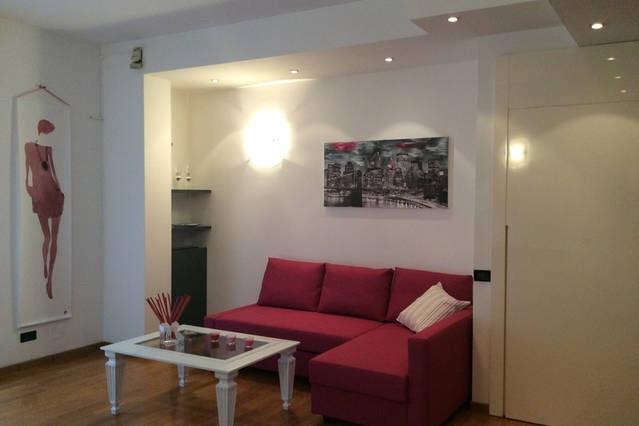 Nice flat for the City Fair and the Centre, vakantiewoning in Novate Milanese