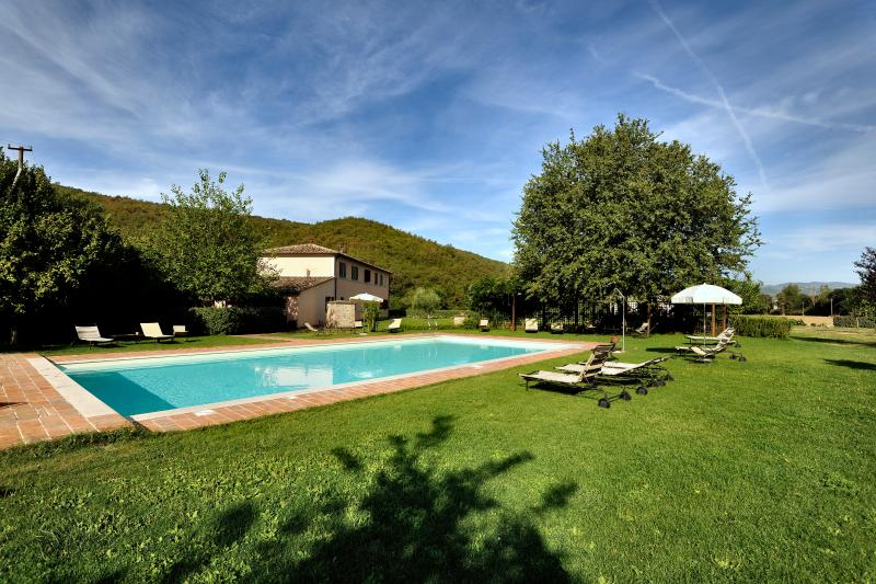 Olivo Country House, 7km far Perugia.Garden, pool., holiday rental in Colle Umberto I