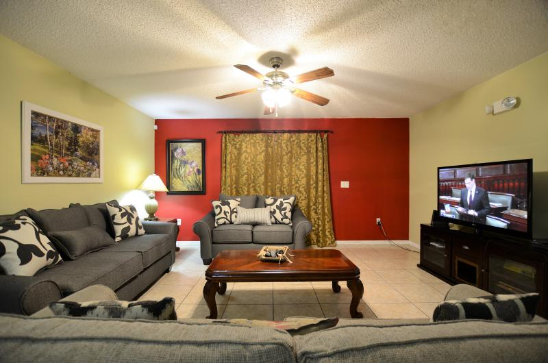 Living room with queen sofa bed and 42' HDTV