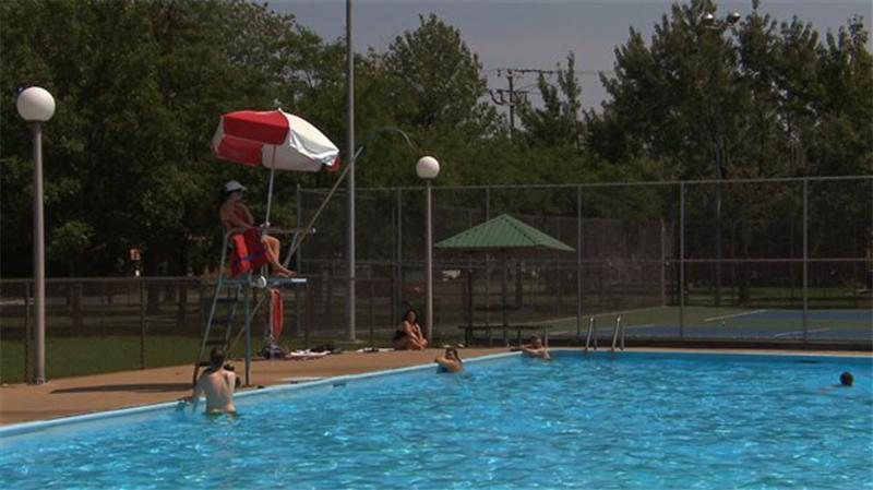 1st Free public swimming pool 2 min walk from appartment