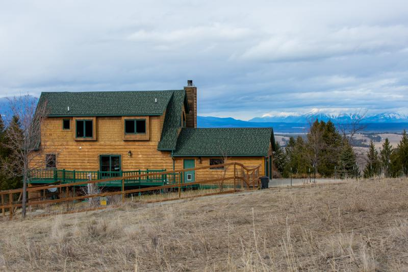 Private, 40 acre estate with breathtaking view of Canadian Rockies. 4 bed 3 bath, 2 living +gameroom