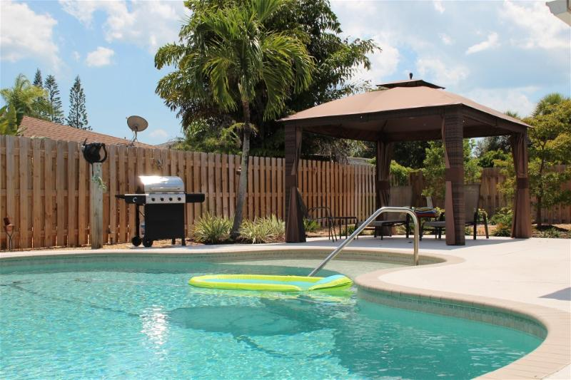 Pvt Pool Home Mins to Anna Maria Is & IMG Academy, vacation rental in Bradenton