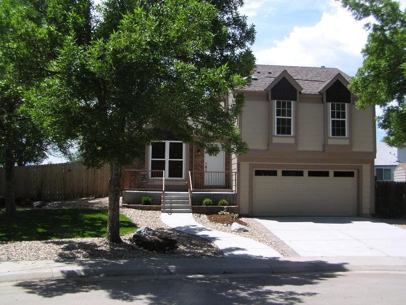 Gorgeous remodeled and comfortable 3 BR home, holiday rental in Broomfield