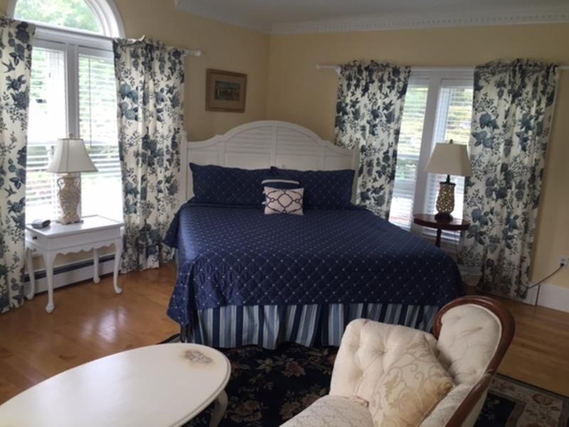 Beautiful 2 bedroom Suite. Hardwood floors, new tile/granite bath. Sleeps 4 or 5 with cot.