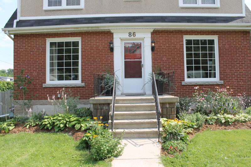 Beautiful four bedroom family home in Dundas, holiday rental in Ancaster
