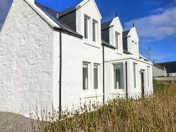 THE OLD CROFT HOUSE, stone cottage, WiFi, close to beach, in Staffin, Ref 920835, holiday rental in Kilmaluag