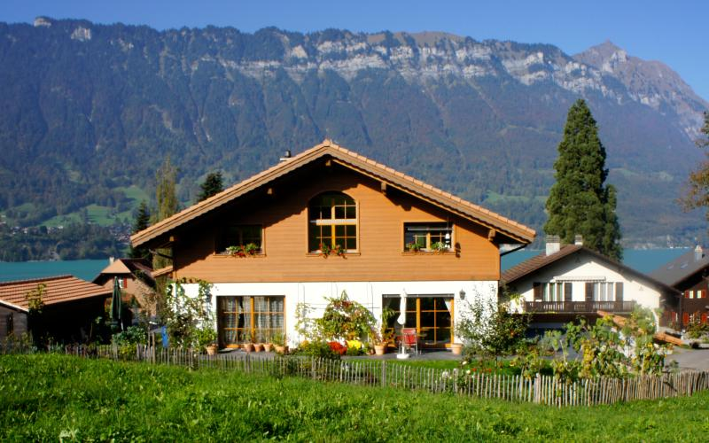 Chalet w/ Studio in Bönigen on Lake Brienz, vacation rental in Gsteigwiler
