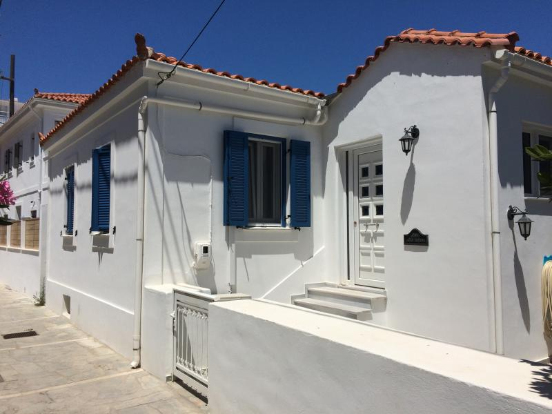 Papa Joe's House, Kokkari, Samos, Greece., holiday rental in Marathokampos