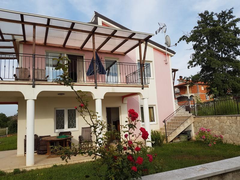 Familienfreundliche Haus, holiday rental in Radmani