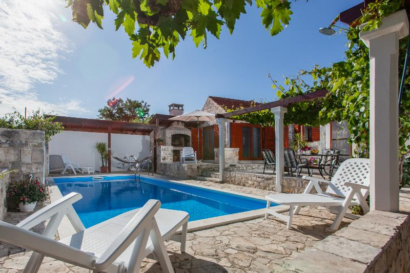 Countyside Holiday House With Private Pool, holiday rental in Solta Island