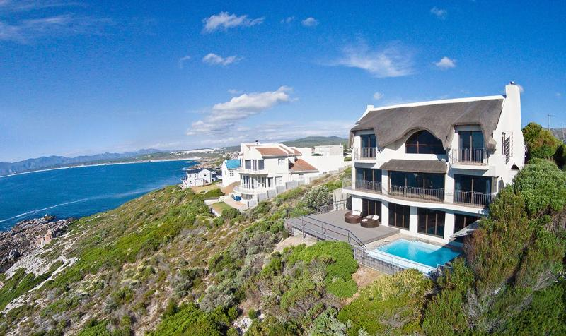 Whale Huys Luxury Ocean Villa, Pool,WiFi, sleeps 8, alquiler de vacaciones en Overberg District